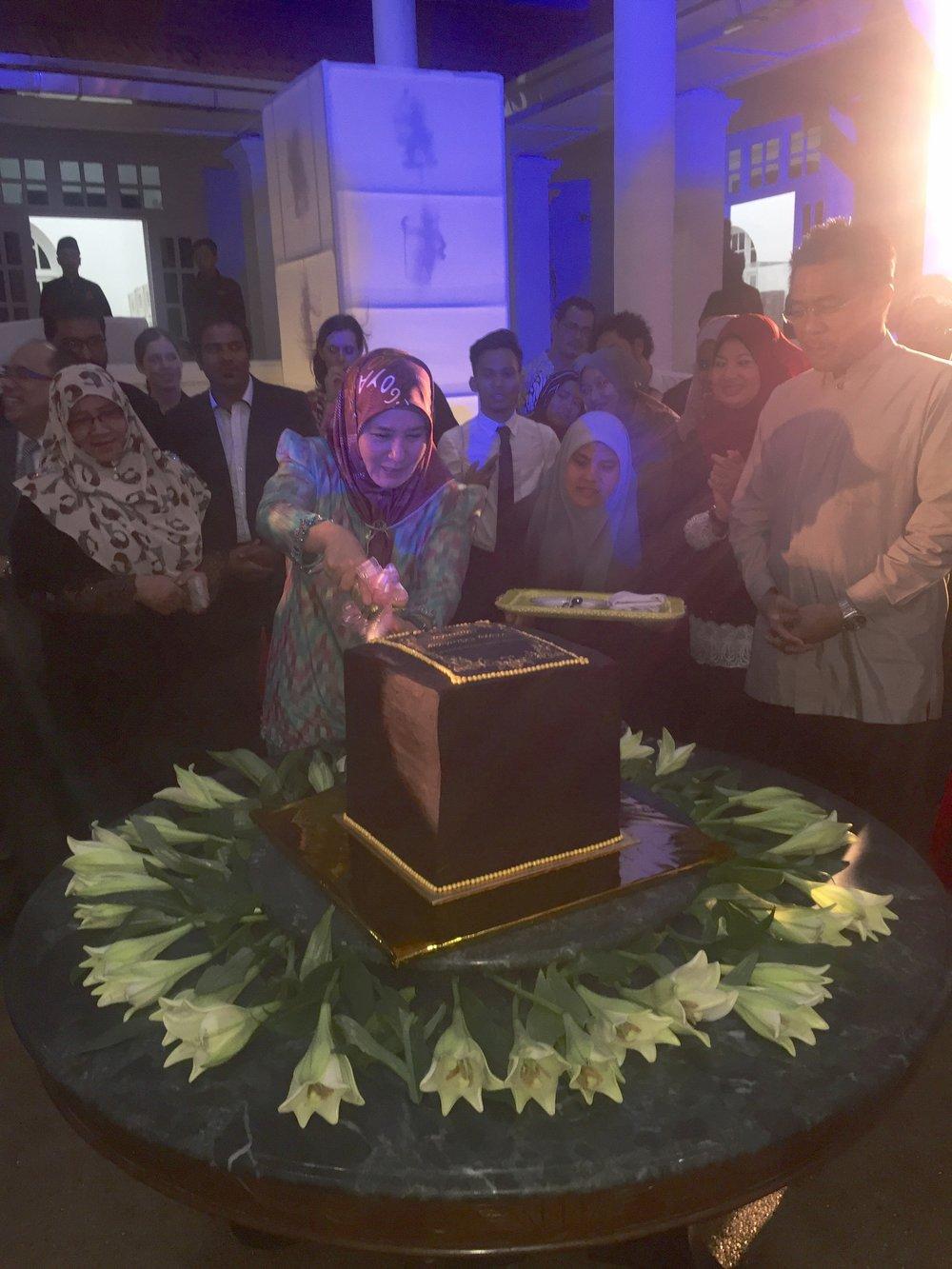 Batik&Bubbles_tengkupuanpahangh_cake