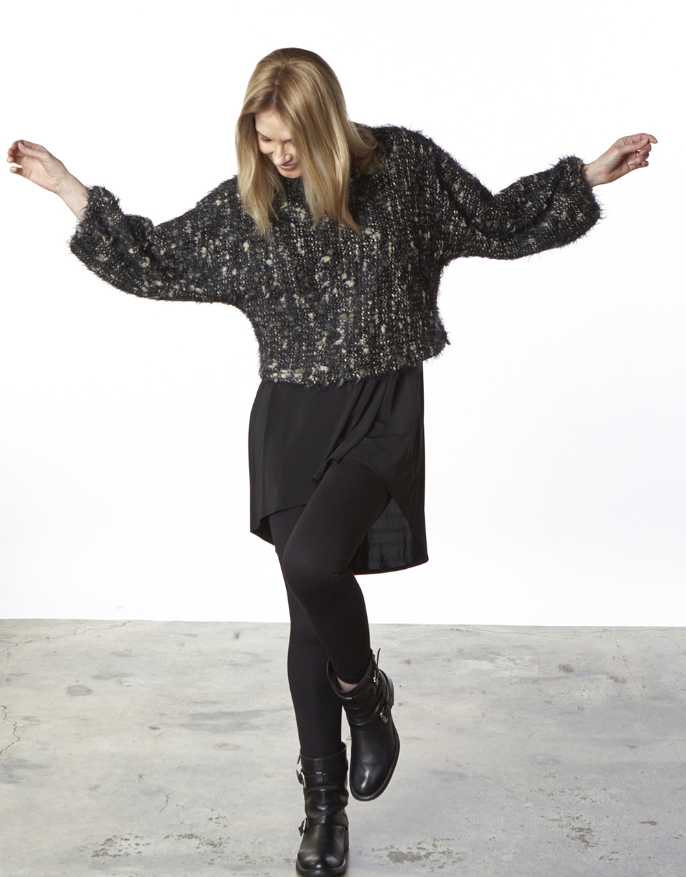 Anna Shirt in Forest Ready for the Isle of Man, Leo Tunic, Legging in Black Modal Ponti