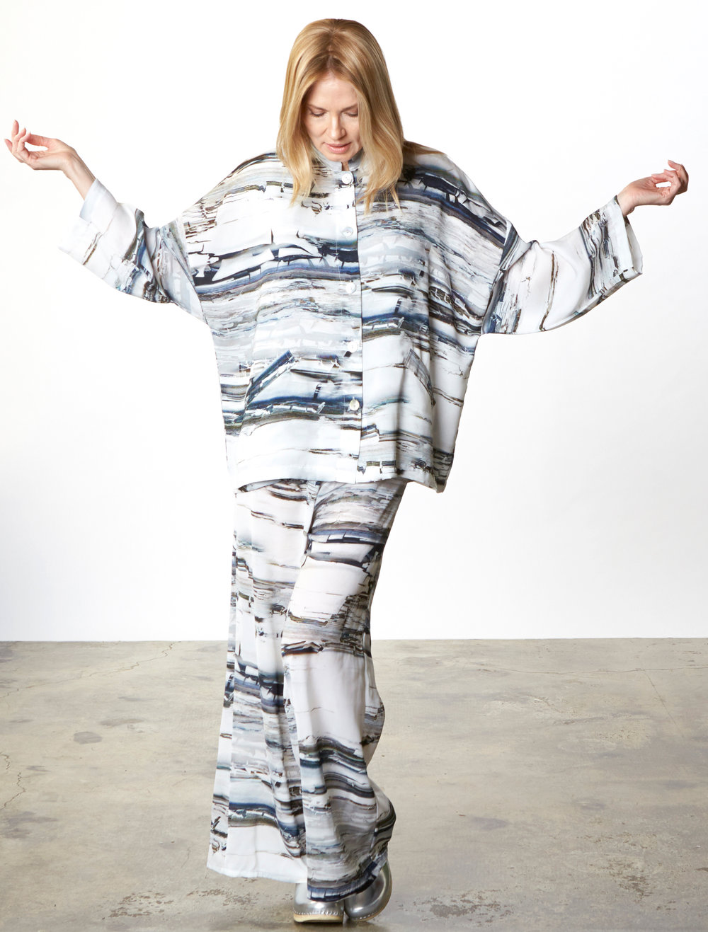 Danuta Jacket,Oscar Pant in Silver Matrice Italian Polyester