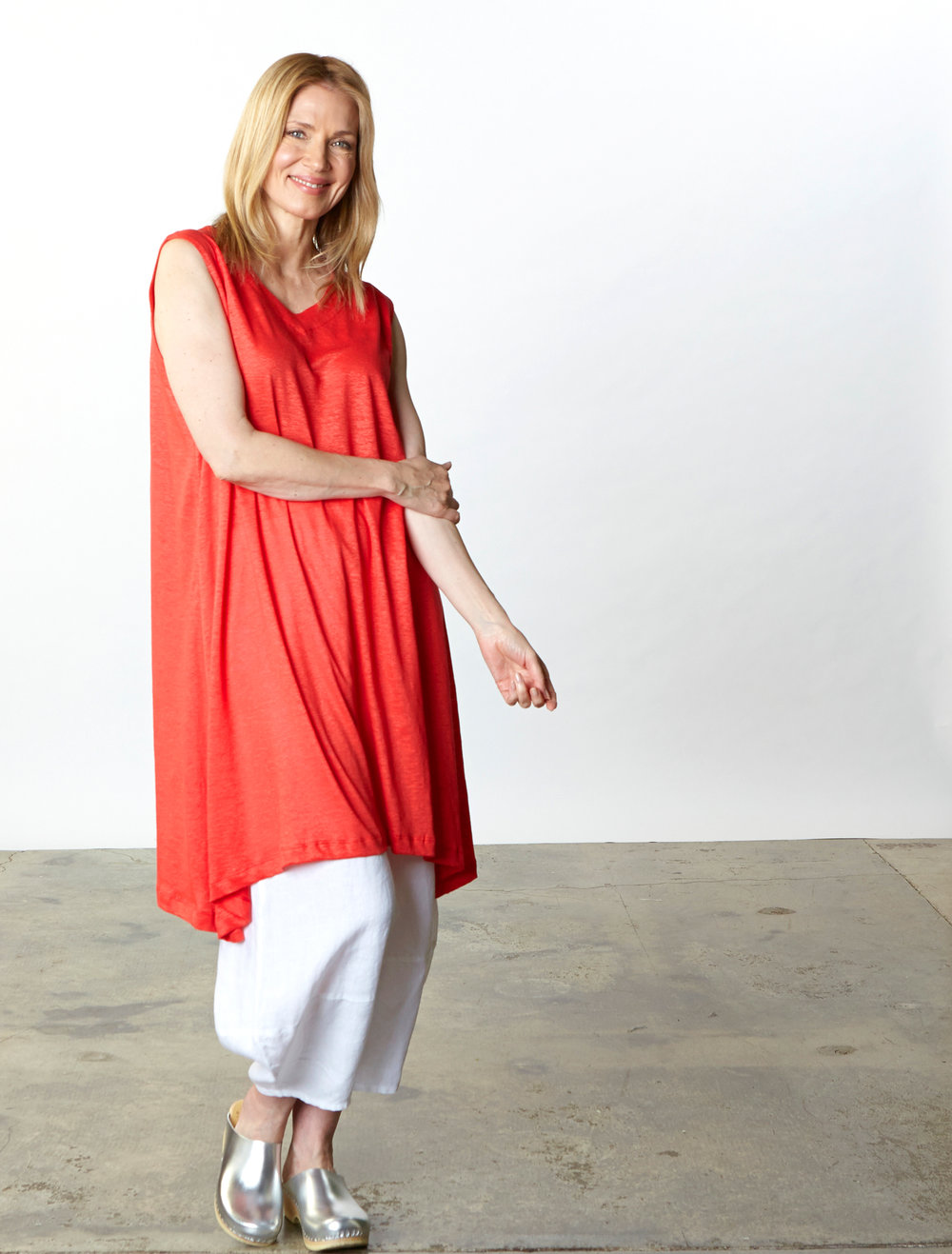Sena Tunic in Red Italian Linen Knit, Oliver Pant in White Light Linen