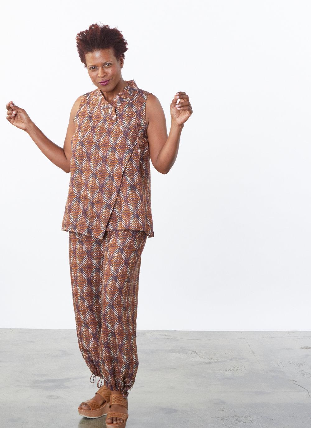 Gaya Vest, Sasha Pant in Marrone Italian Print Linen