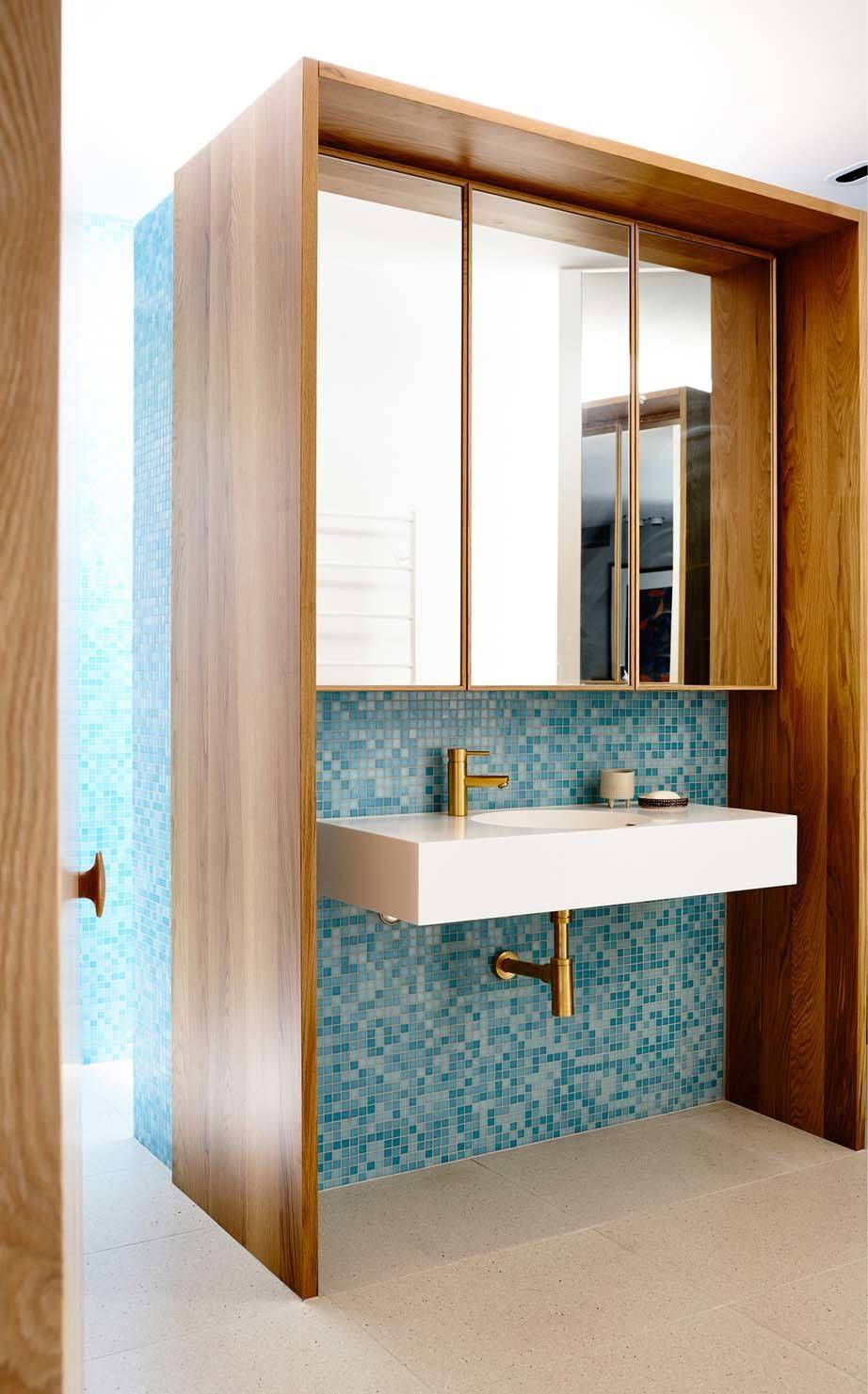 Mid-Century-Modern-Bathroom-Ideas-05-1-Kindesign.jpg