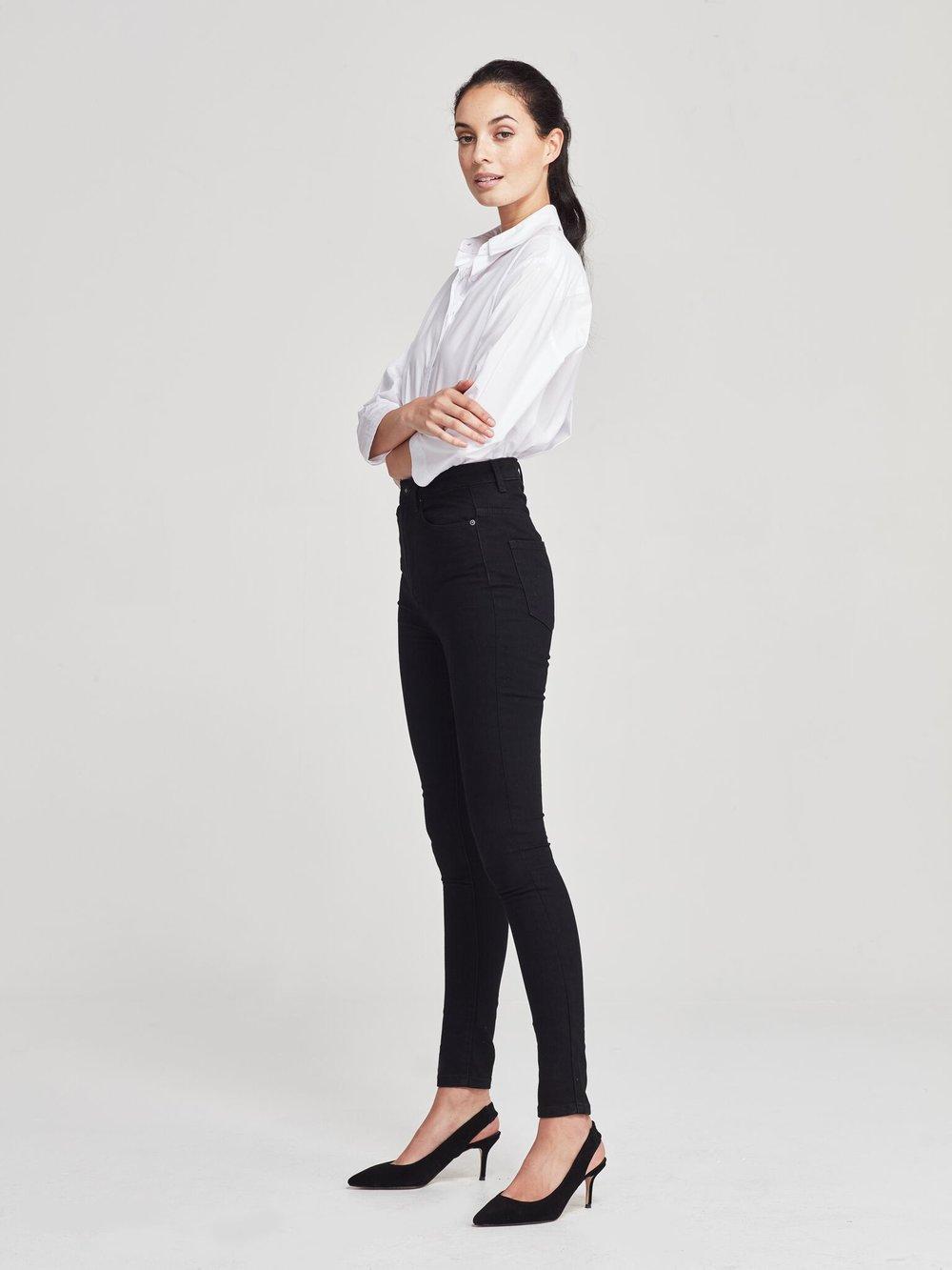 JH Denim  high waist skinny jean (denim) black rinse on model
