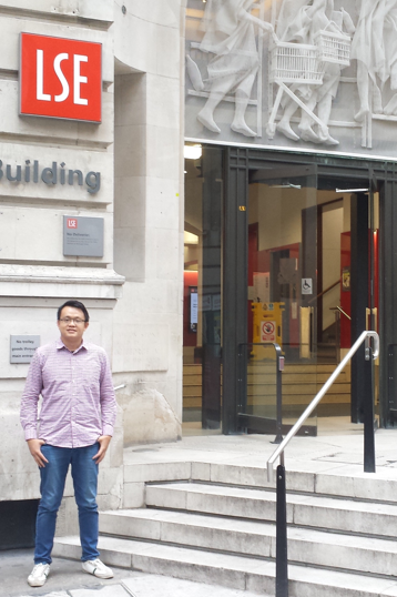 """""""As I reflect back on my summer learning journey at LSE, I felt completely overwhelmed by all the myriad learning opportunities. I loved every single moment of the summer aboard programme at LSE, and it has surpassed my expectations in every sense."""" - Choi Ming Hong, University of London"""