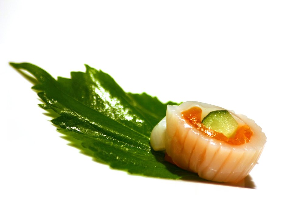 Silly grocery store sushi, the shiso (perilla) leaf was meant to eat, not just for decoration!  Photo: Pixabay