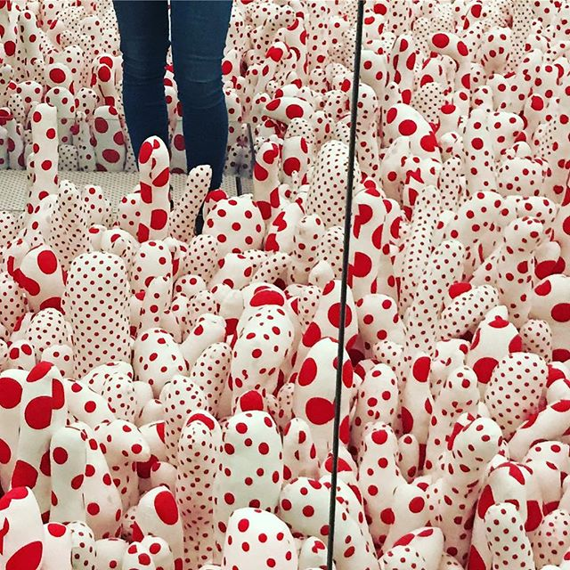 Up to my knees in 🌭🌯🍢🍌🥕🌶🍡🍫🍾🍆's today  #yayoikusama #thebroad