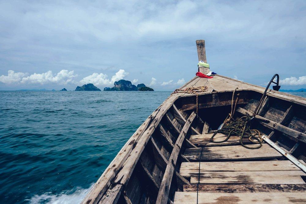 boat-island-ocean-218999.jpg