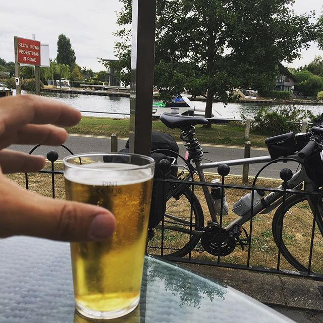15 miles from home, time for a badly needed cider. Not going to lie; my legs are a little bit hurty today.  #cycle #cider #thatchers #pint #thames #river #bike #specalized #specalizedbikes #sustrans #route4 #adventure #getoutside #sayyesmore