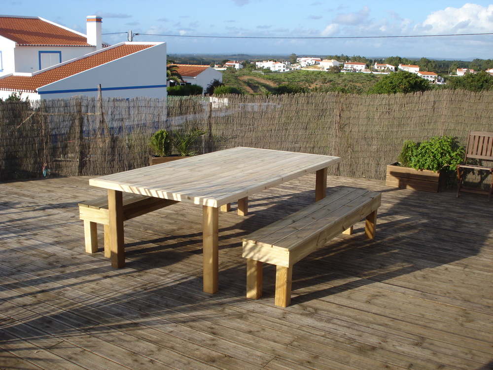 Outside dining table with siklaflex joints