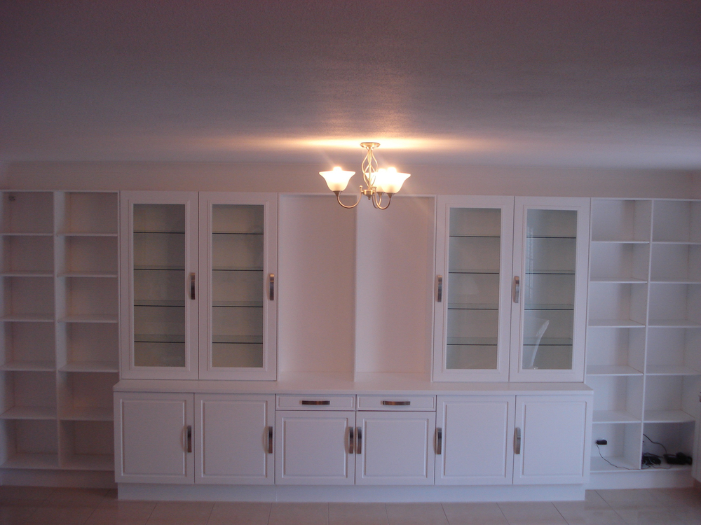 Shelfing unit with glass shelves