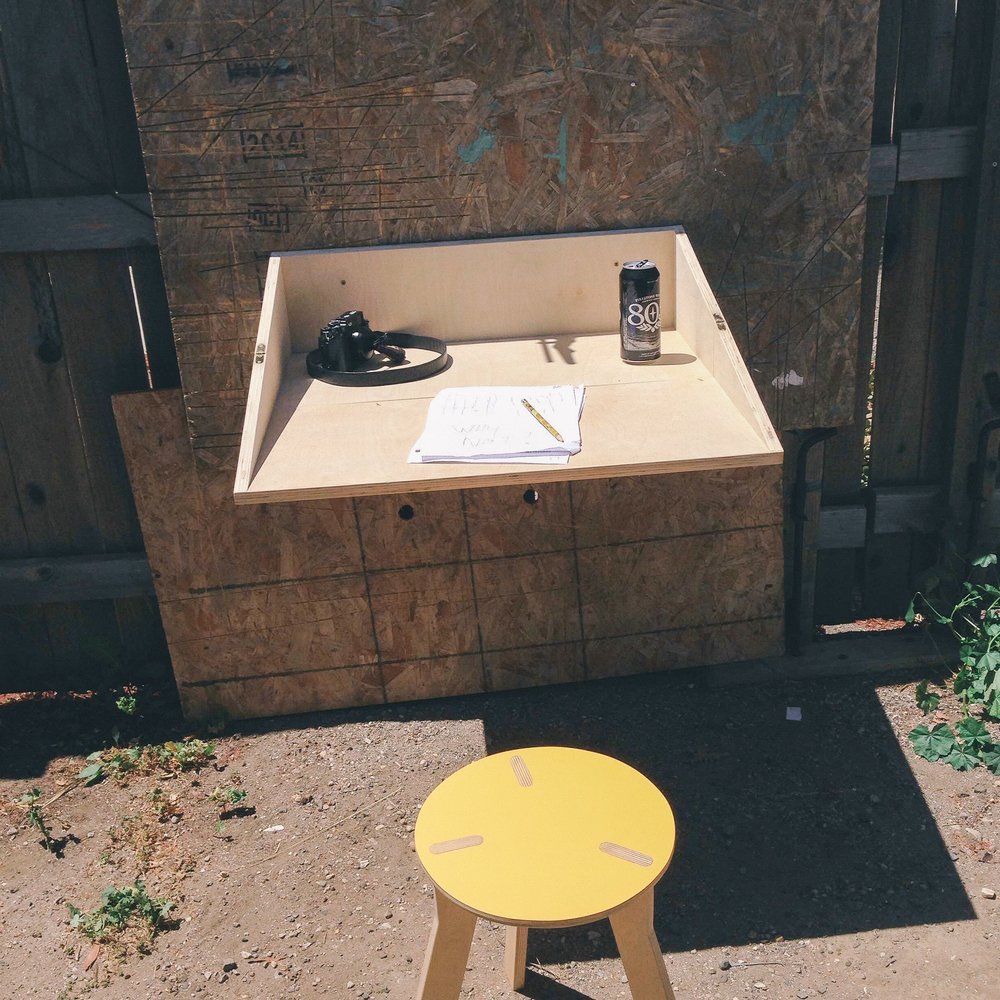Foldable standing desk ( unfolded )