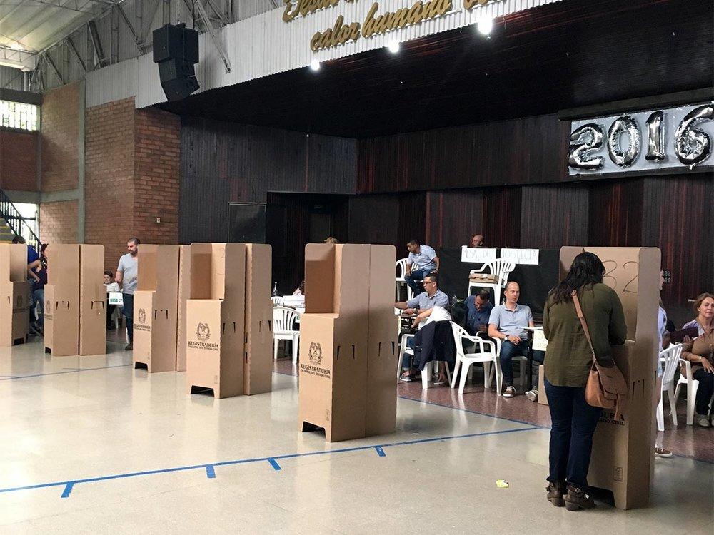 Votación en colegio San José, El Poblado