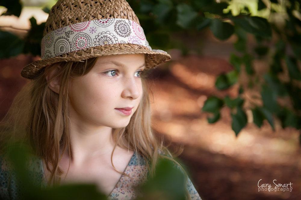 girl in autumn photoshoot