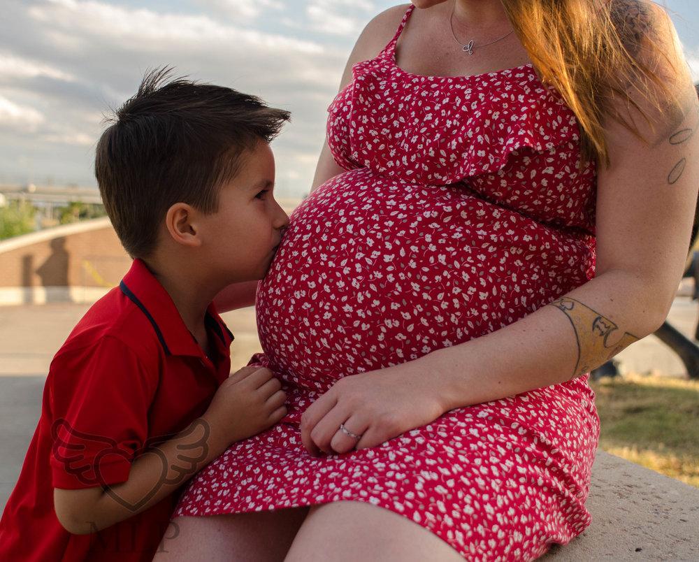 Maternity_Portrait_Broncos_Fans_30.JPG