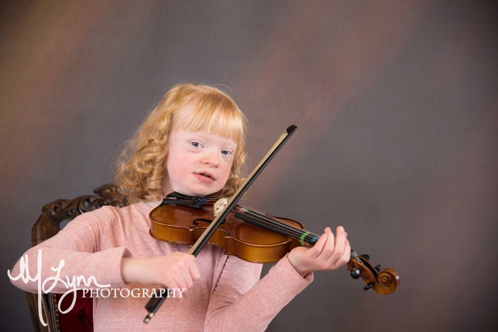 Blonde Girl playing Voilin