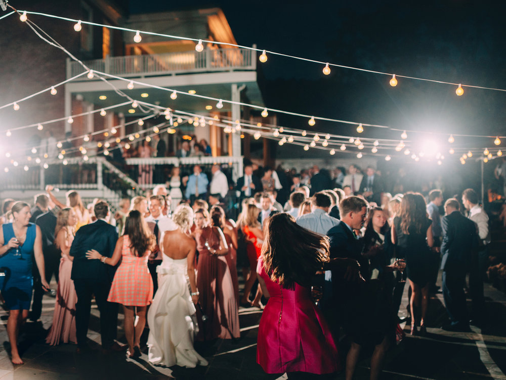 6 Tips To Pack the Dance Floor for your Wedding