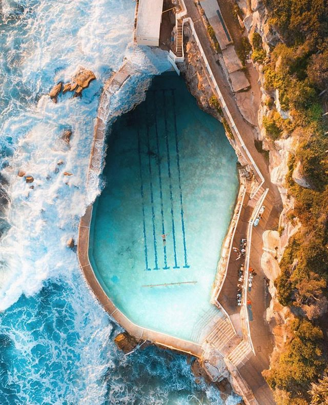 Where pool meets the surf at Bronte Beach 🌊 Swim freely in the rolling ocean without fear of riptides or sharks  #OnMyWanderlist📍#Australia 📷 @trenny_m
