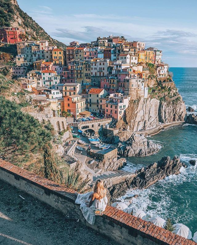 This small fishing town in Cinque Terry is known for its colourful cliffside houses and sweet Sciacchetrà wine 🍷#OnMyWanderlist📍#Italy 📷 @cherrielynn