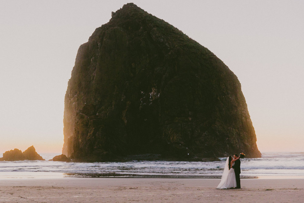 Cannon_Beach_wedding_portland_photography_alfred_tang_Photographer-7.jpg