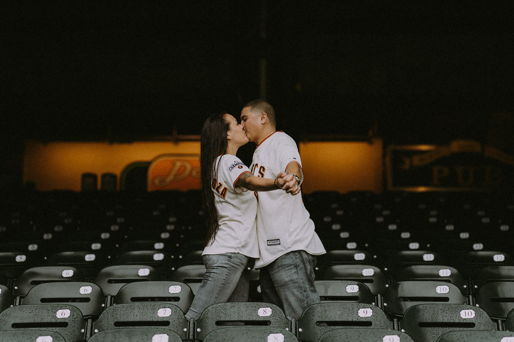 San-Francisco-engagement-wedding-photographer-Giants-AT&T-Park-4.jpg