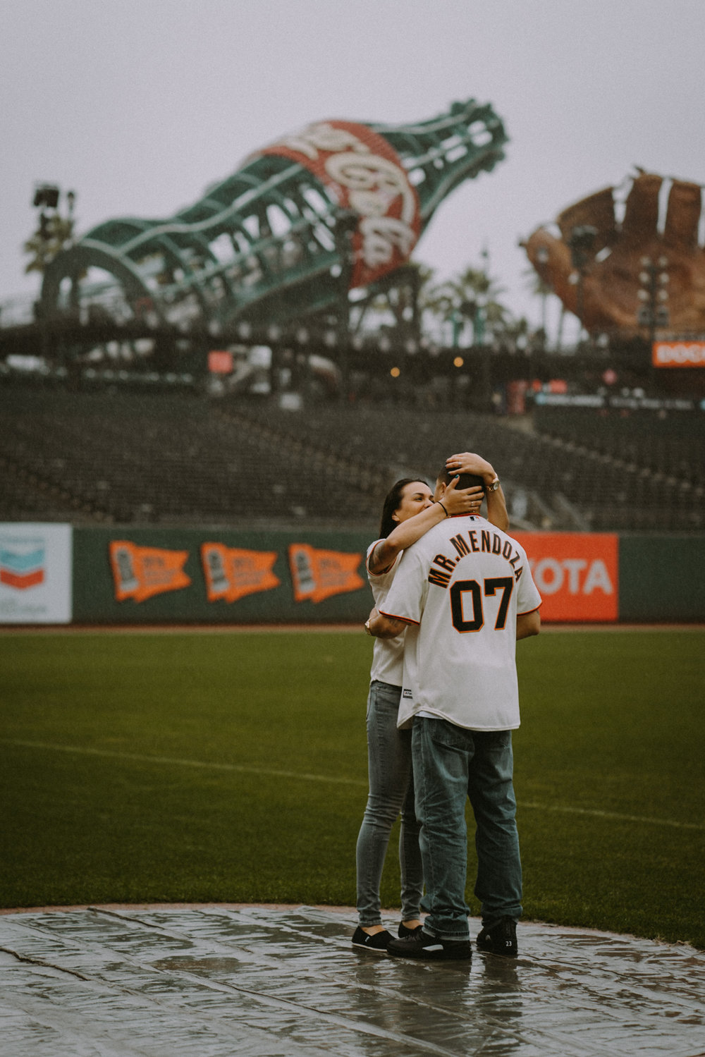 San-Francisco-engagement-wedding-photographer-Giants-AT&T-Park-15.jpg