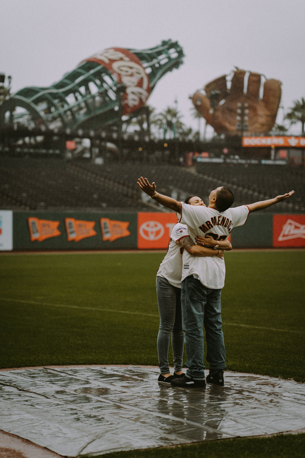 San-Francisco-engagement-wedding-photographer-Giants-AT&T-Park-16.jpg