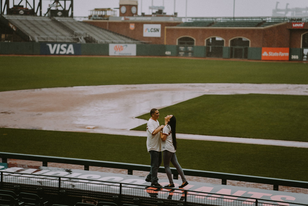 San-Francisco-engagement-wedding-photographer-Giants-AT&T-Park-17.jpg