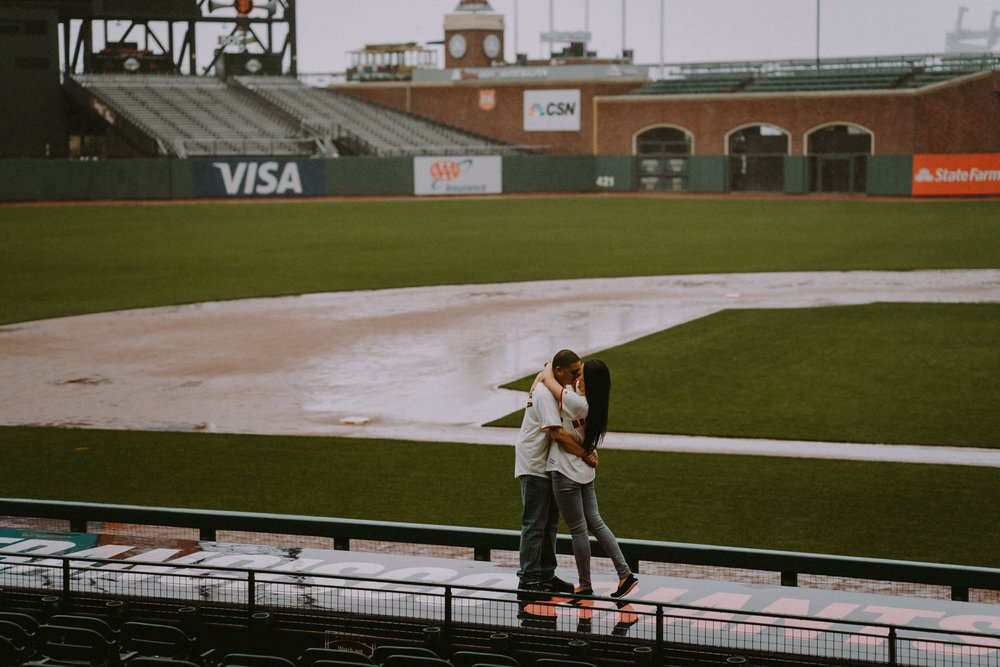 San-Francisco-engagement-wedding-photographer-Giants-AT&T-Park-19.jpg