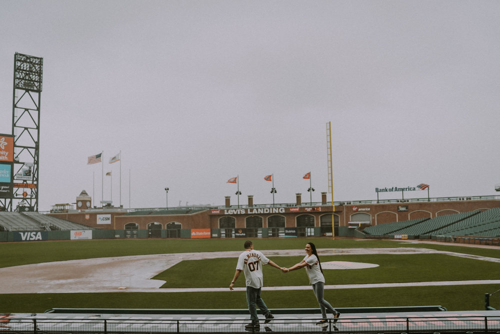 San-Francisco-engagement-wedding-photographer-Giants-AT&T-Park-22.jpg