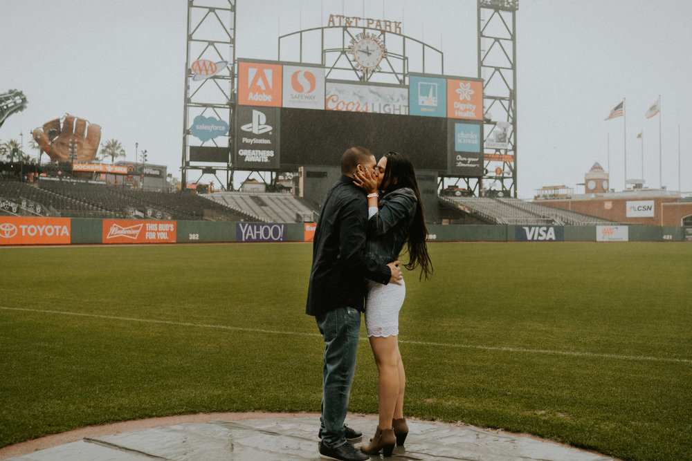San-Francisco-engagement-wedding-photographer-Giants-AT&T-Park-26.jpg