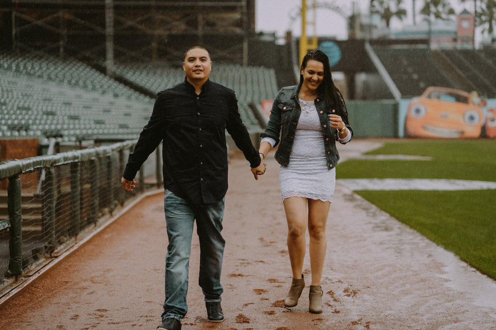 San-Francisco-engagement-wedding-photographer-Giants-AT&T-Park-27.jpg