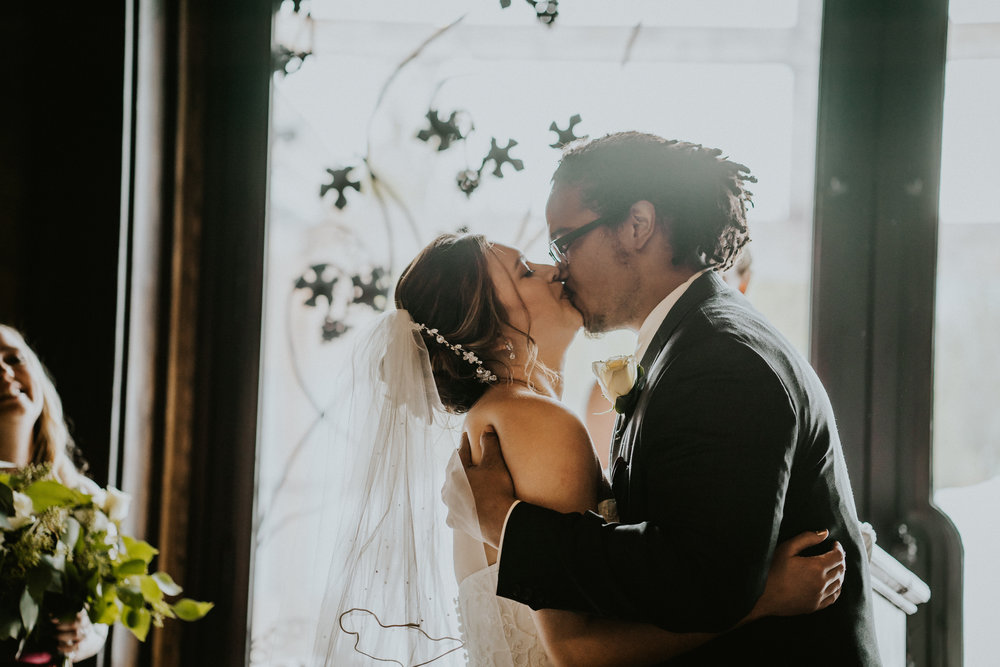 First kiss Cle Elum Wedding Photographer