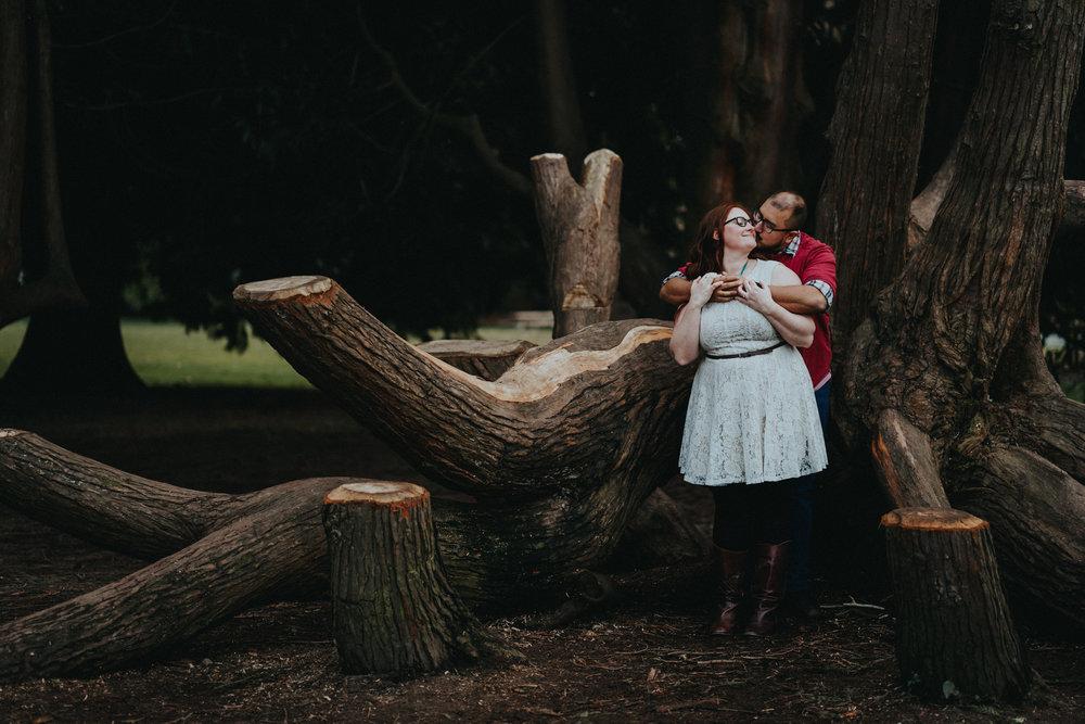 Volunteer_park_Seattle_engagment_close_kiss