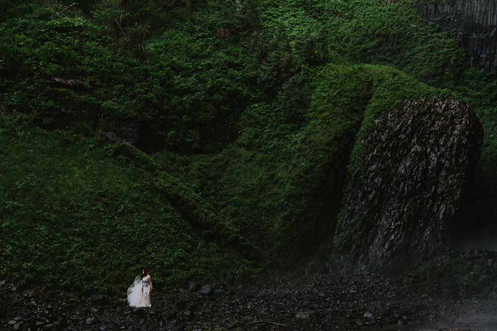 Bride-Oregon-Elopement-Photographer