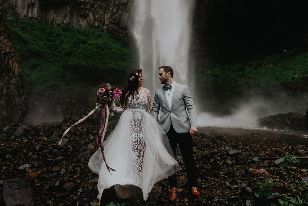 Portland-Waterfalls-Elopement-Wedding-Photographer