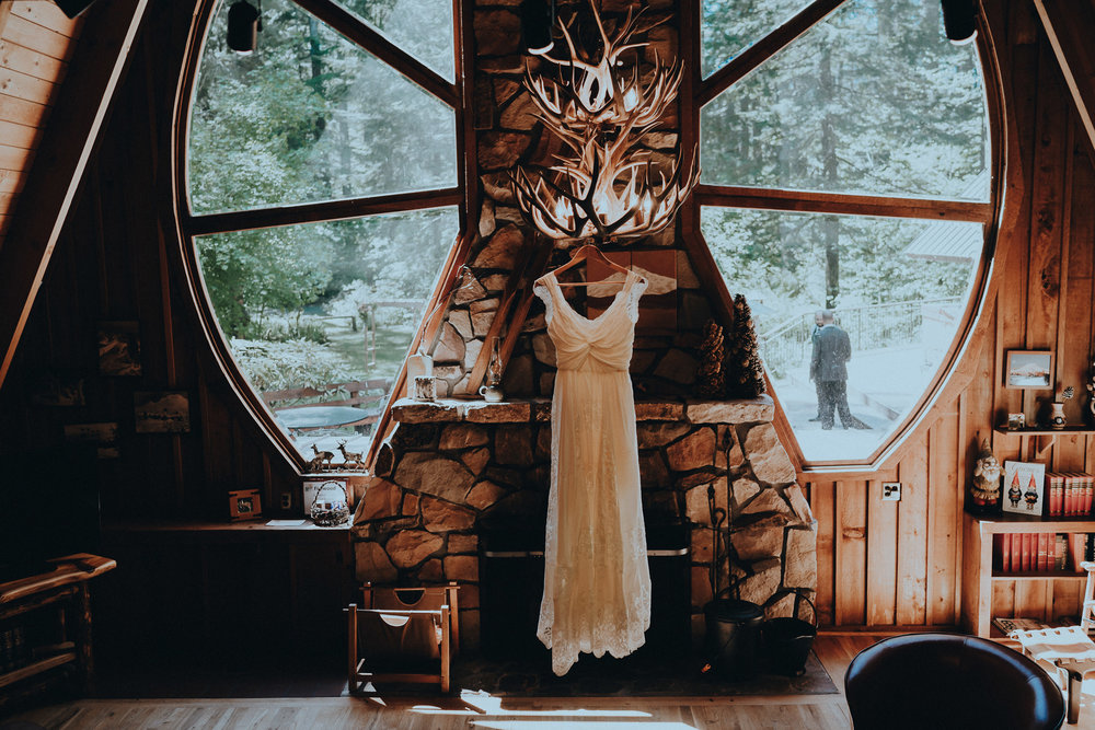Forrest-lodge-cabin-dress-wedding-photographer