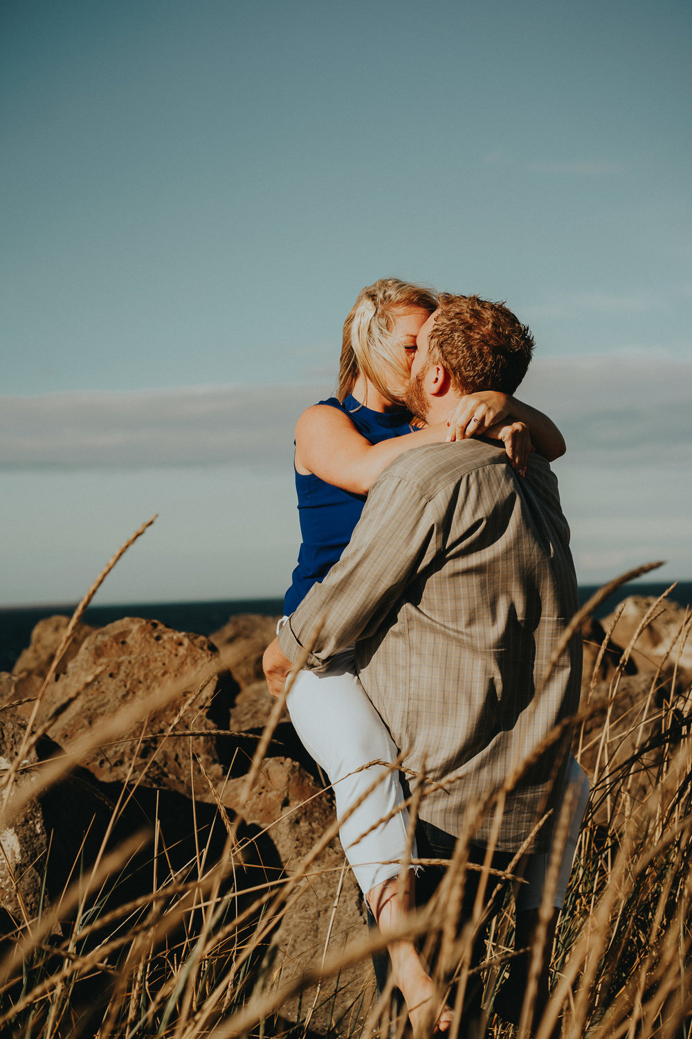 Couple-pose-Engagement-Intimate-Photographer