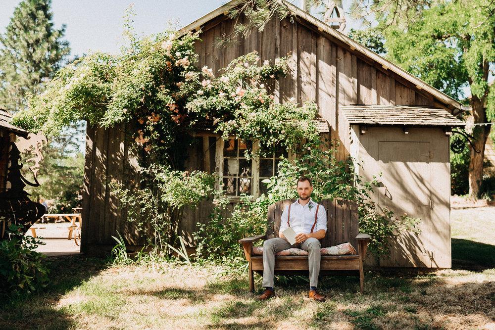 Summerhill-Farms-Portland-Wedding-Photographer-Backyard-Vineyard-19.jpg