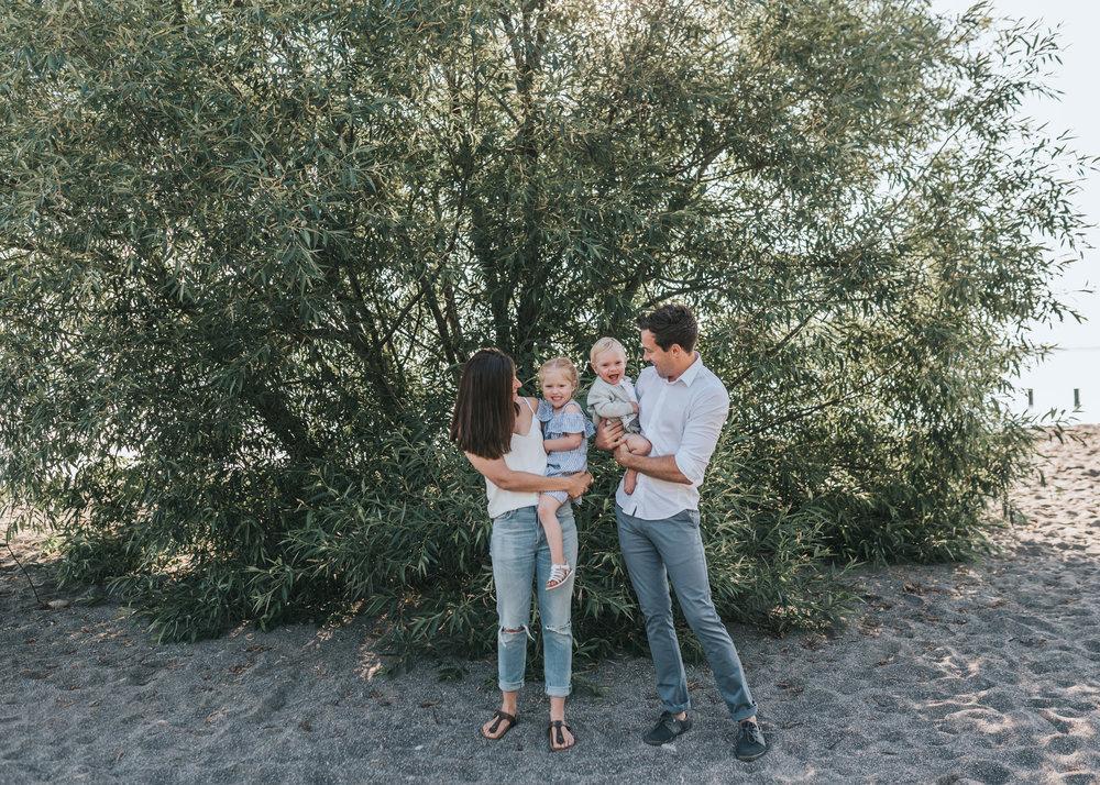 Family beach session Niagara / Hamilton lifestyle Photography 02