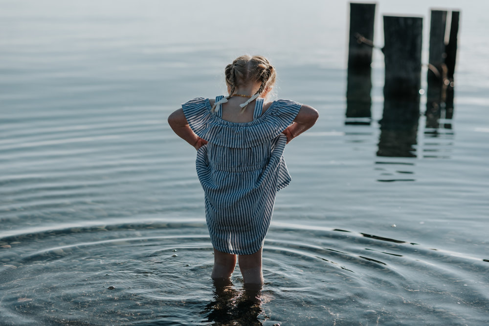 girl beach family session Hamilton, Niagara, Grimsby, lifestyle family photography 09