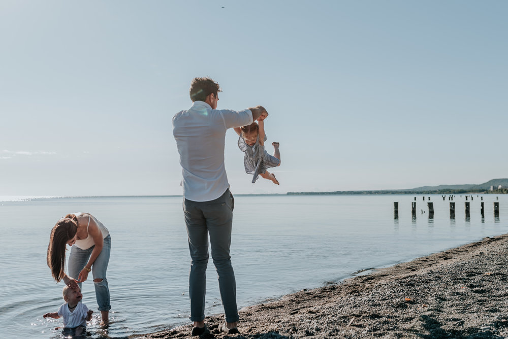 Father and daughter lifestyle family session at the beach, Hamilton, Niagara, Grimsby 12