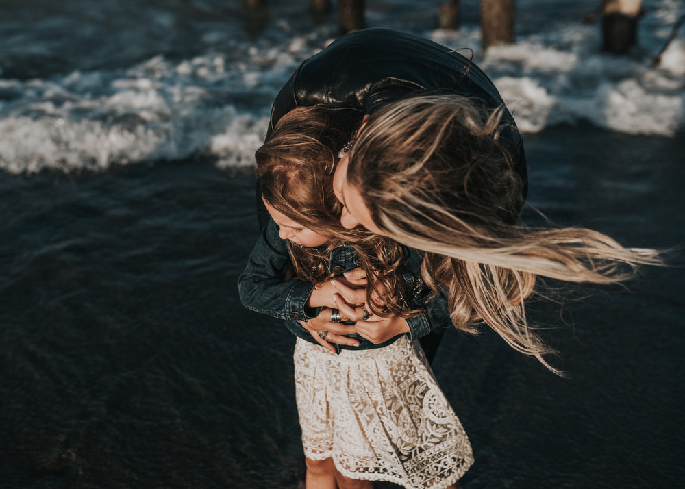 Windy beach family session, lifestyle photography, Grimsby, Hamilton, Niagara