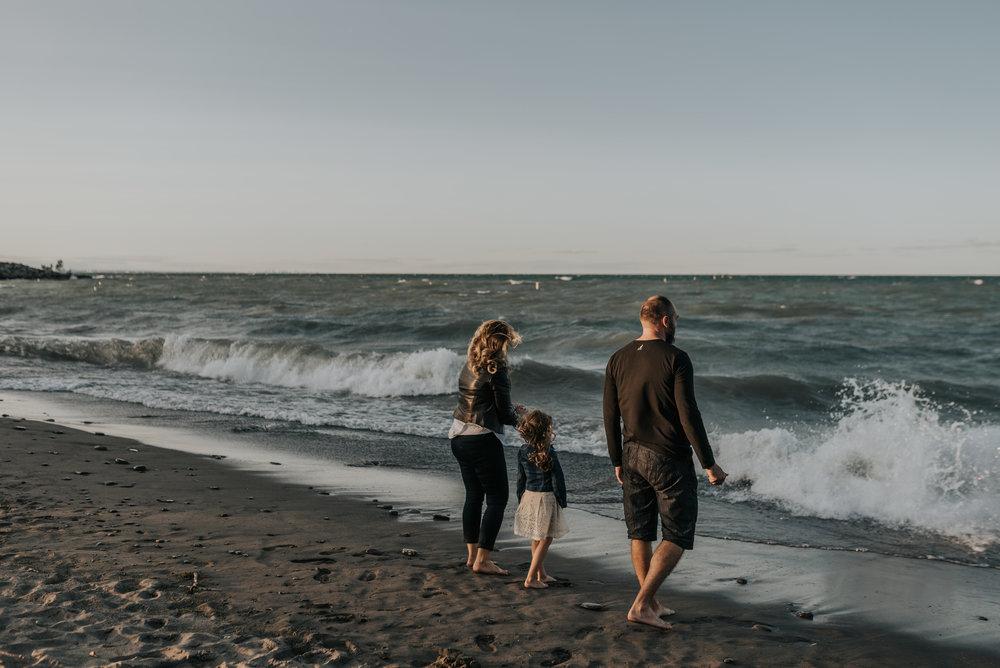 Beach session, Lifestyle family photography, Grimsby, Hamilton, Niagara, Twintage,