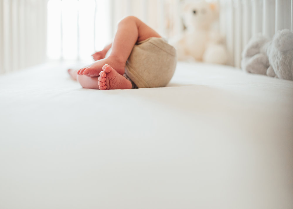 At home newborn session Stoney Creek, Hamilton, Grimsby, Beamsville, Niagara region baby toes