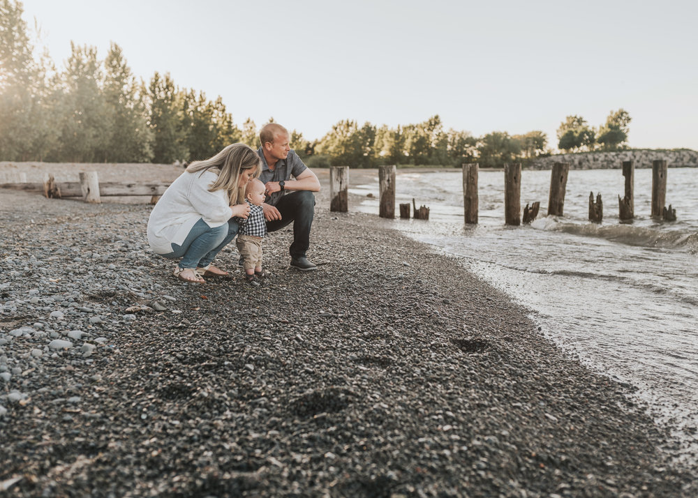 Hamilton and Niagara Milestone Beach Session - Lifestyle Family Session