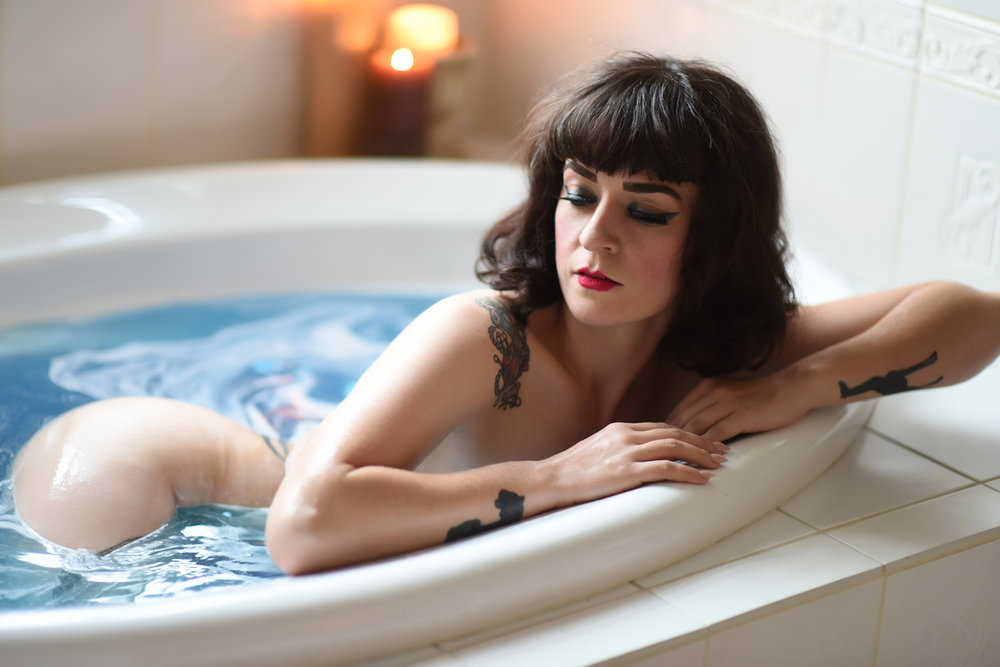 Bathtub Boudoir Photographer in Denver La Photographie 02.jpg