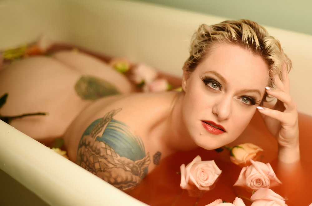 Bathtub Boudoir Photographer in Denver La Photographie 07.jpg