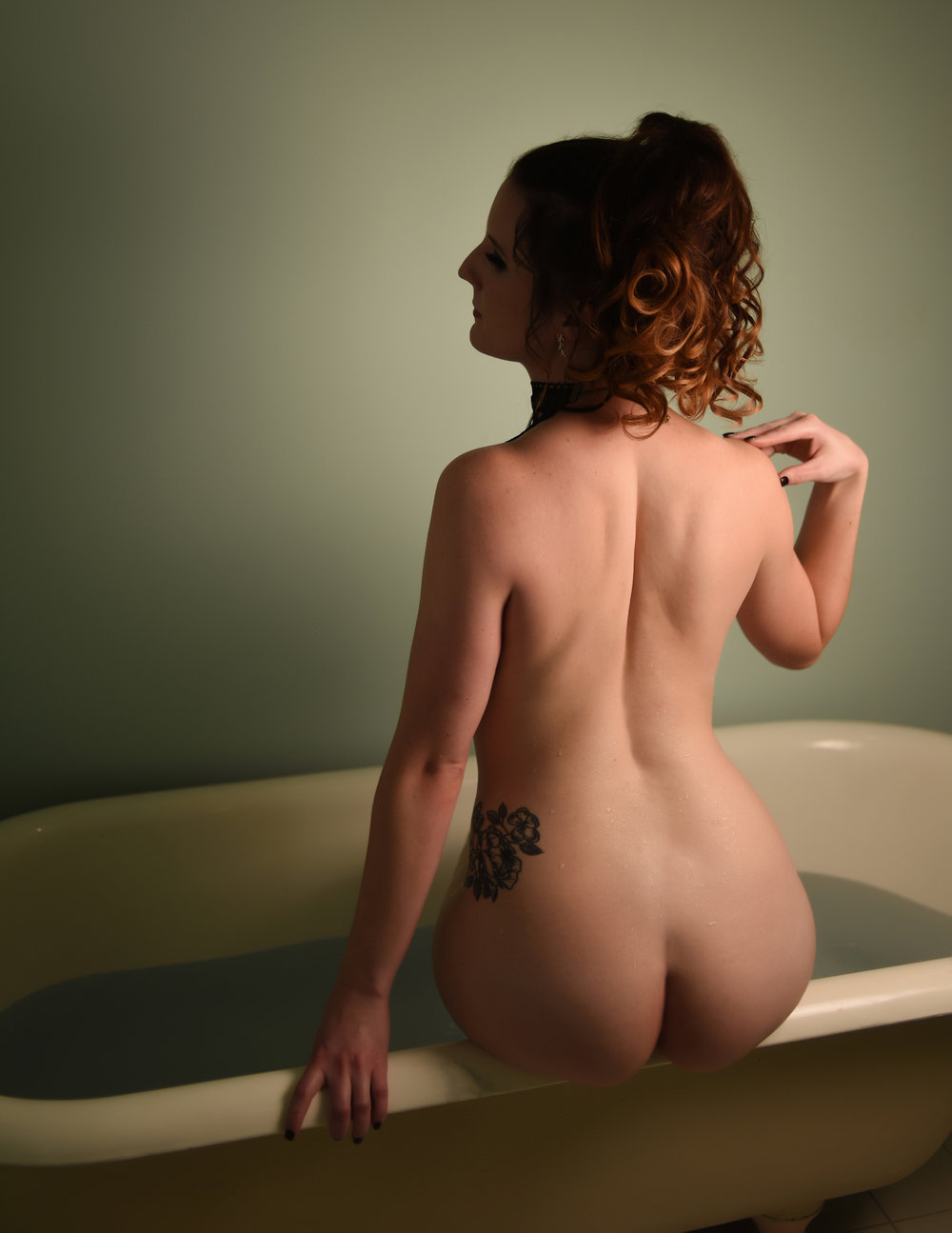 Bathtub Boudoir Photographer in Denver La Photographie 09.jpg