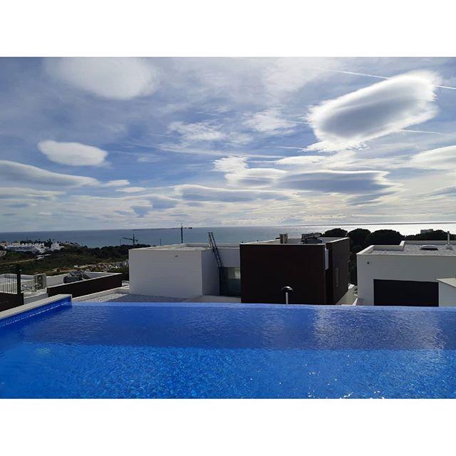 ☀️🌊 . . .  #investment #здесь #вилла #роскошный  #costadelsol #lyxartiklar #Architecture #TGIF #bosshomes #CostaDelGolf #propertiesforsale #luxuryhomes #luxurylifestyle # #hotproperties #bosshomes #пляж #infinitypool #Design #ContemporaryVillas #mijas #Marbella #Benalmadena #Sotogrande #Estepona  #bossluxury #puertobanus #winter #february #friday #sun