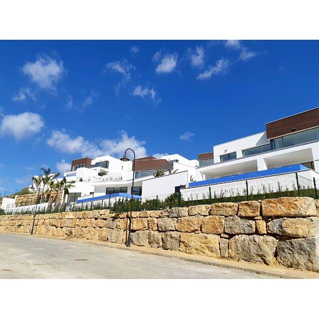 Happy weekend!!! . .  #investment #здесь #вилла #роскошный  #costadelsol #lyxartiklar #Architecture #TGIF #bosshomes #CostaDelGolf #propertiesforsale #luxuryhomes #luxurylifestyle # #hotproperties #bosshomes #пляж #infinitypool #Design #ContemporaryVillas #mijas #Marbella #Benalmadena #Sotogrande #Estepona  #bossluxury #puertobanus #winter #March #Friday